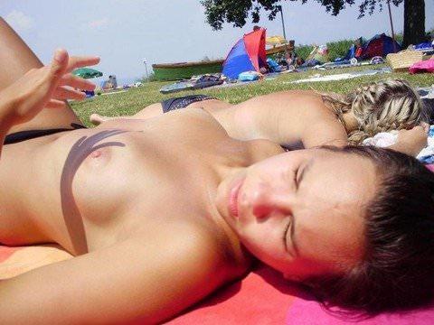 ヌーディストビーチでバカンスを過ごす海外素人美人たちのポルノ画像 637