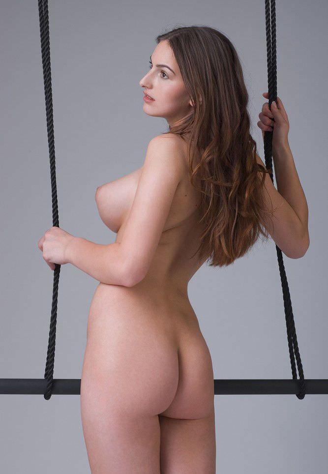 掌に収まり切らない白人美人の超巨乳おっぱいポルノ画像 751
