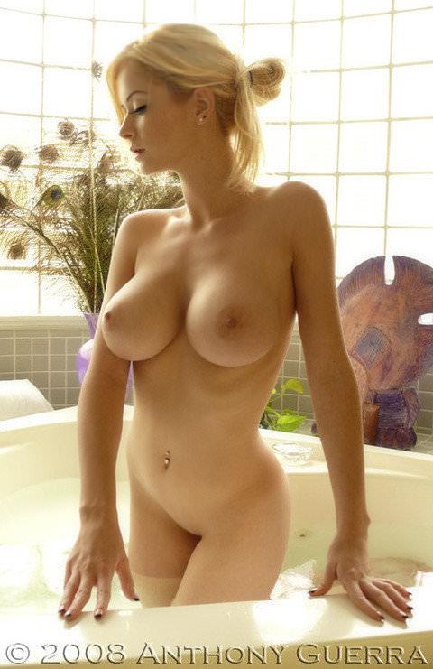 【外人】プリっとした程よい巨乳感の美乳を集めたおっぱいポルノ画像 910