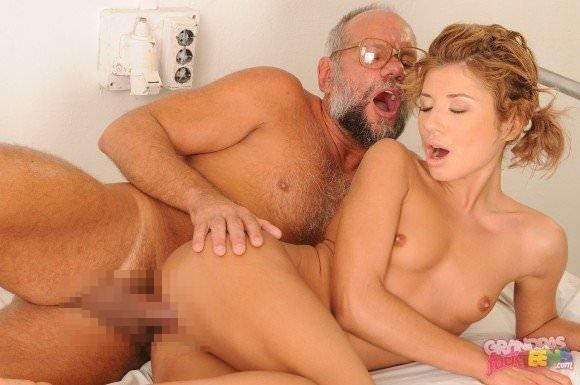 白人の美人さんを爺さんがハメまくってるセックスポルノ画像 0118