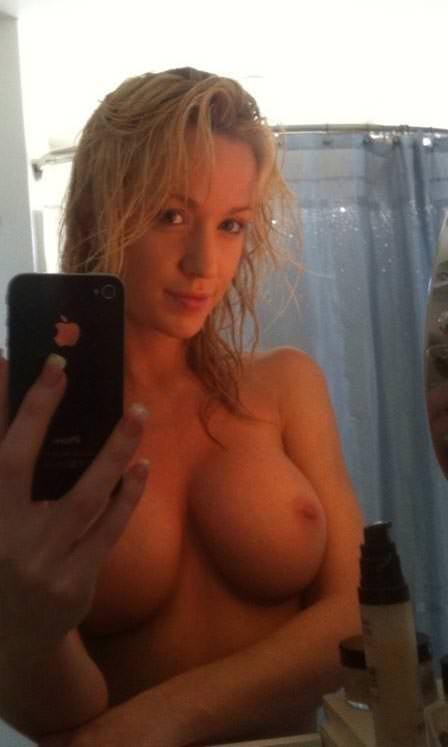 男たちのオカズの為にエロい姿自撮りしてネットに晒す海外素人のポルノ画像 1020