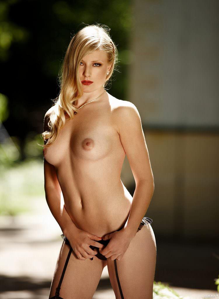 チームの活動資金を稼ぐためにヌードになったドイツ人美女たちのポルノ画像 1043
