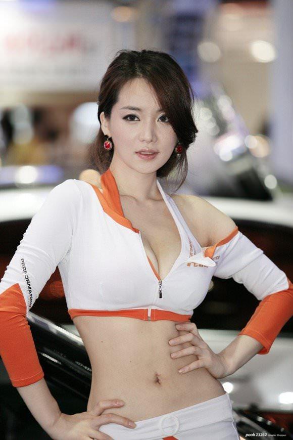 おっぱいが大っきな韓国人レースクイーンのポルノ画像 1101