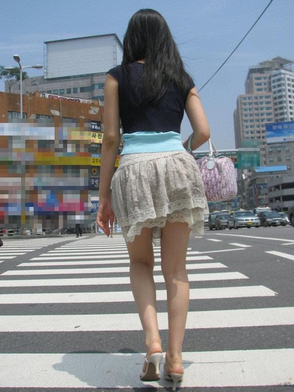 スラっとした生足がイヤらしい韓国人素人娘の街撮り盗撮ポルノ画像 1138