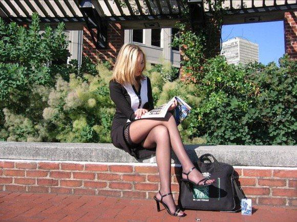 金髪美女も混じってる海外美人たちを盗撮した街撮りポルノ画像 1176