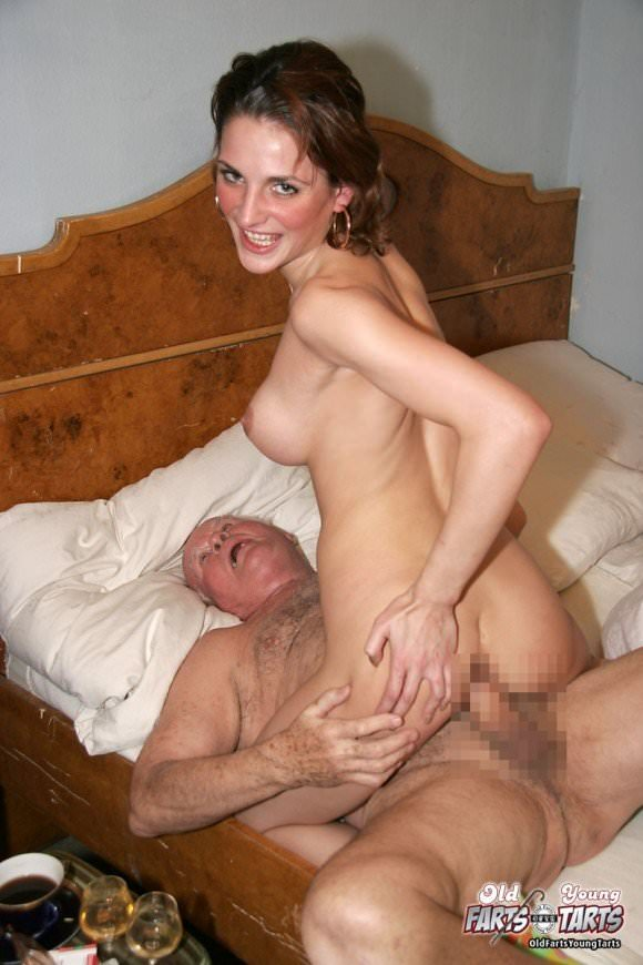 白人の美人さんを爺さんがハメまくってるセックスポルノ画像 1217