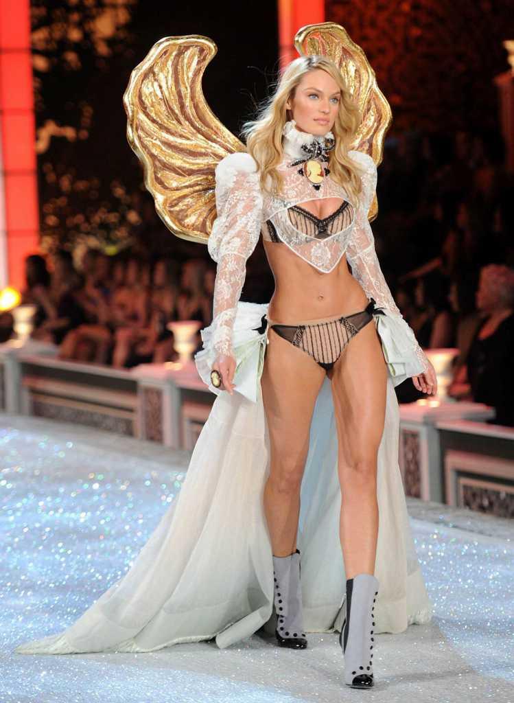 スーパーモデルのファッションショーがエロい下着の見本市と化してるポルノ画像 1226