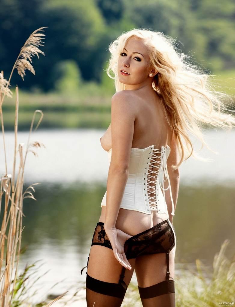 チームの活動資金を稼ぐためにヌードになったドイツ人美女たちのポルノ画像 1245