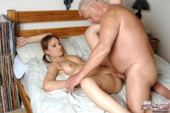 白人の美人さんを爺さんがハメまくってるセックスポルノ画像 1414