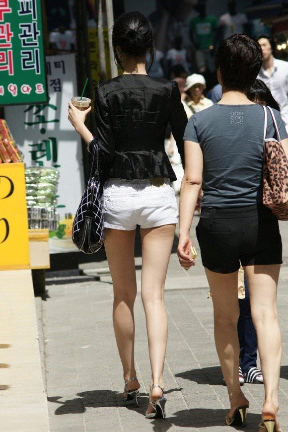 スラっとした生足がイヤらしい韓国人素人娘の街撮り盗撮ポルノ画像 1429
