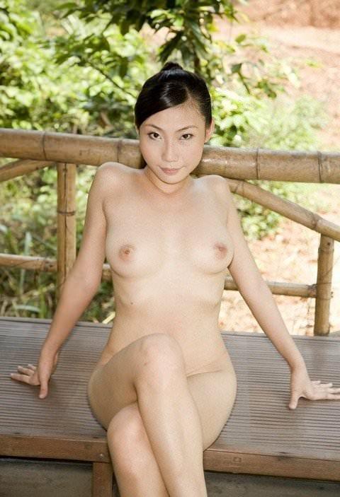 中国人美女はスタイル良くて可愛い子が多いヌードポルノ画像 16