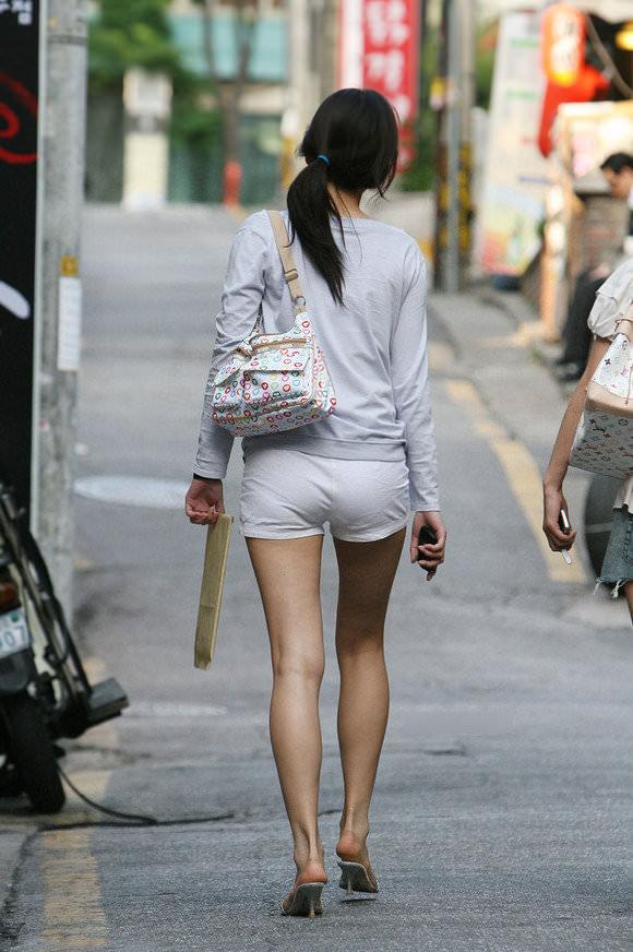 スラっとした生足がイヤらしい韓国人素人娘の街撮り盗撮ポルノ画像 1630