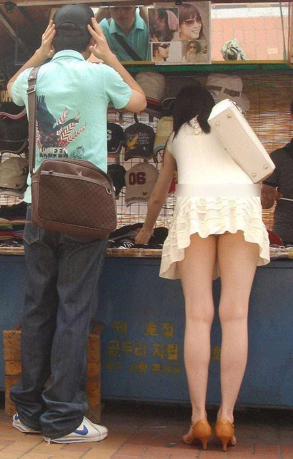 スラっとした生足がイヤらしい韓国人素人娘の街撮り盗撮ポルノ画像 1728