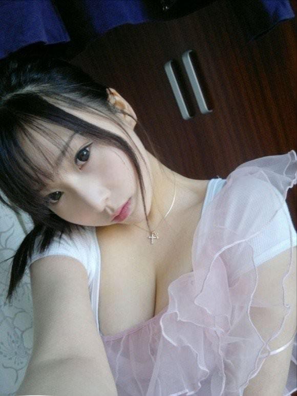 噂の美少女台湾娘がガチで可愛い胸チラポルノ画像 1743