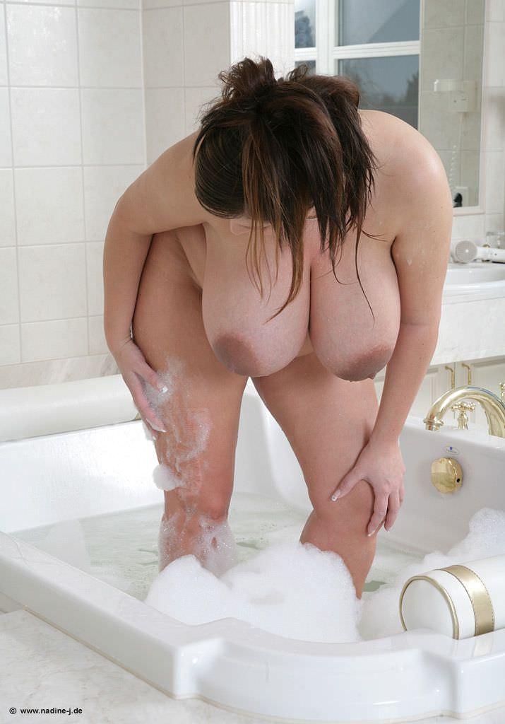 異次元サイズの爆乳おっぱいを持つアメリカ人女性のポルノ画像 1819