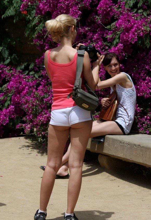 金髪美女も混じってる海外美人たちを盗撮した街撮りポルノ画像 1846