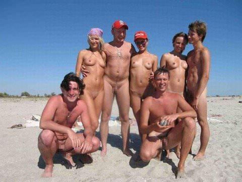 ヌーディストビーチには可愛い素人巨乳ちゃんが多すぎるポルノ画像 2021