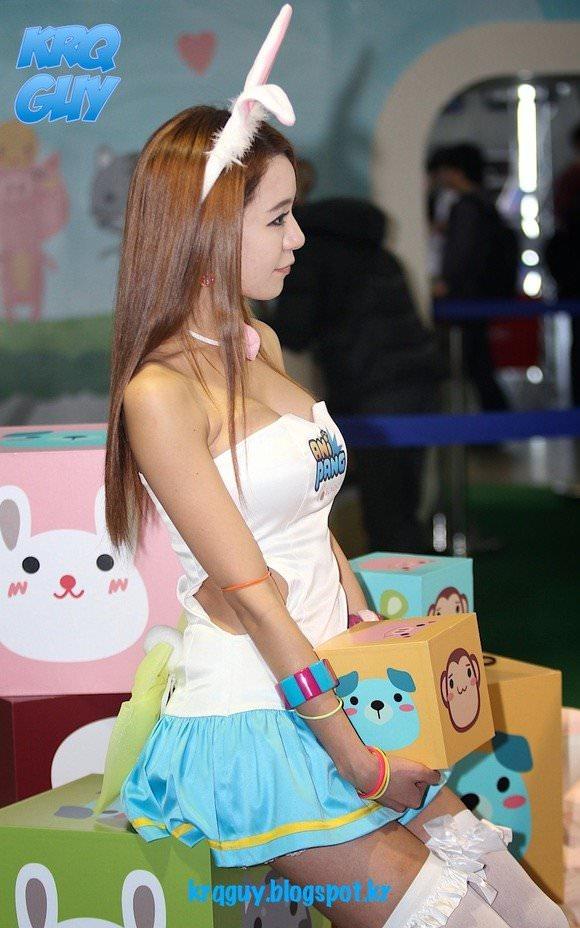 おっぱいが大っきな韓国人レースクイーンのポルノ画像 2118