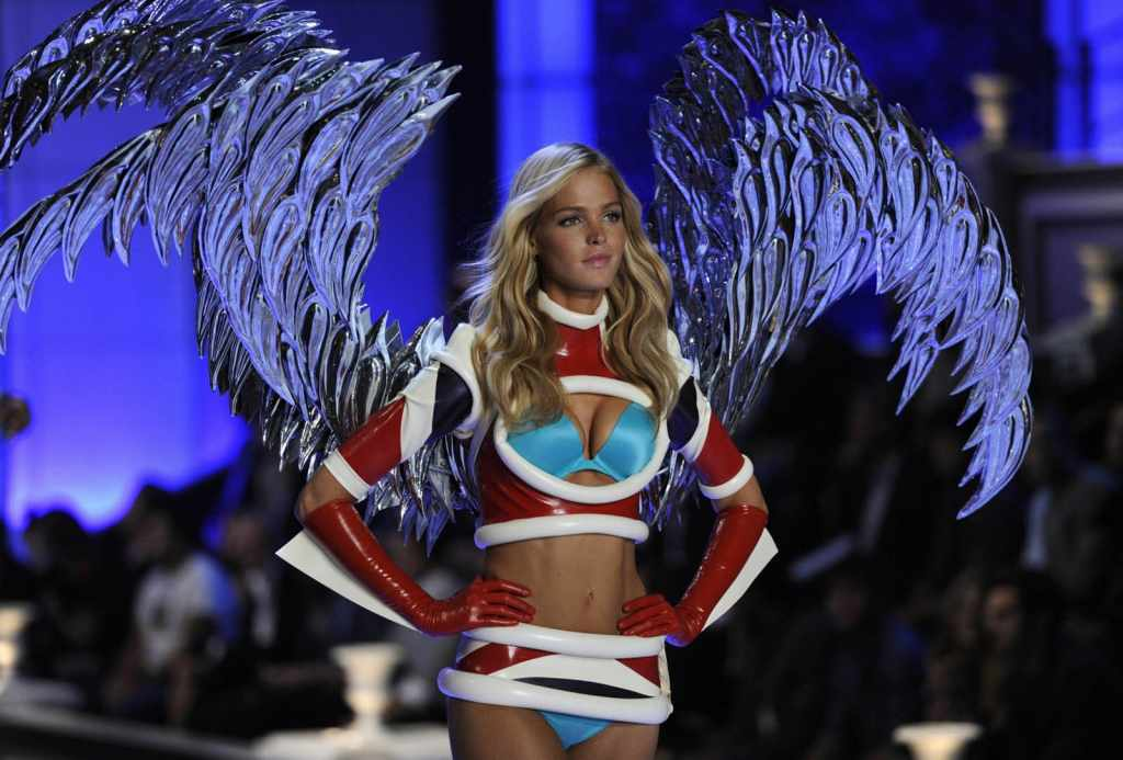 スーパーモデルのファッションショーがエロい下着の見本市と化してるポルノ画像 2124