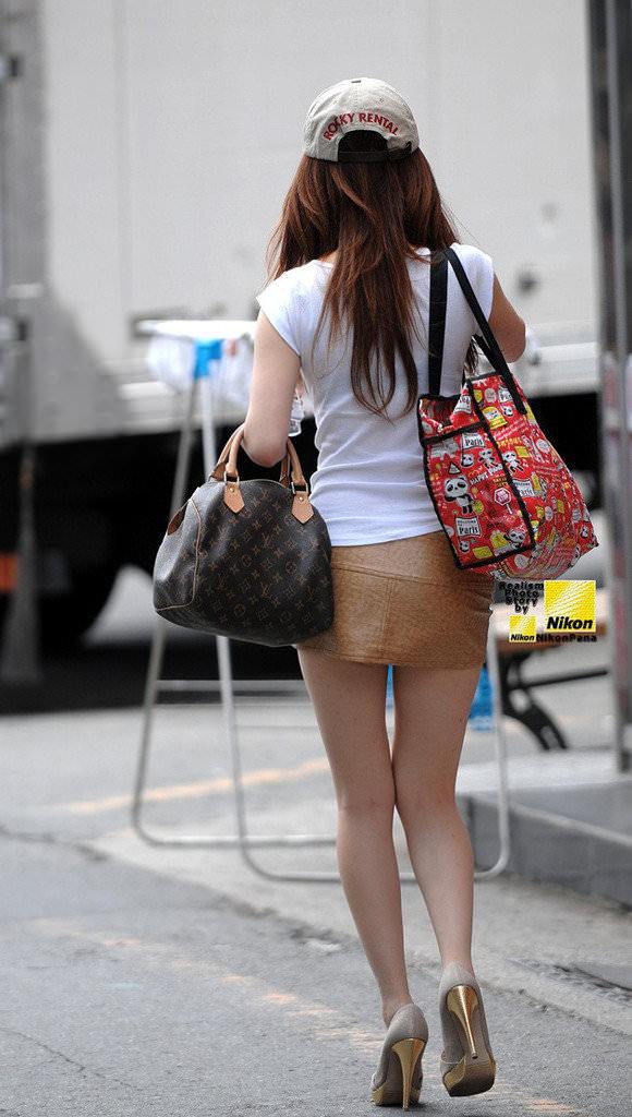 スラっとした生足がイヤらしい韓国人素人娘の街撮り盗撮ポルノ画像 2130