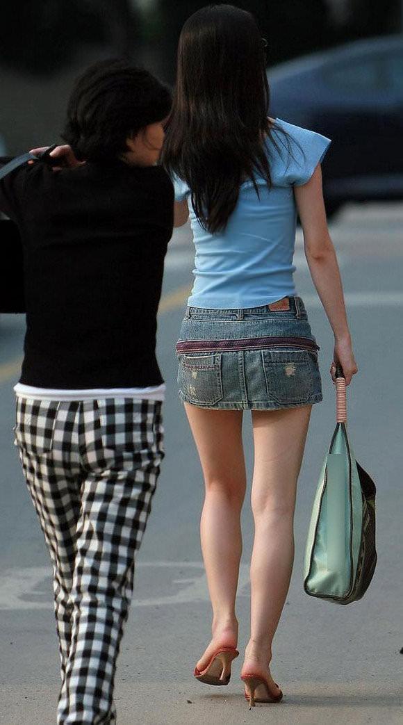 スラっとした生足がイヤらしい韓国人素人娘の街撮り盗撮ポルノ画像 2226