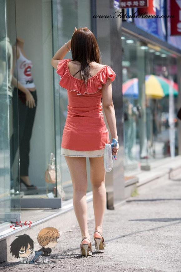 スラっとした生足がイヤらしい韓国人素人娘の街撮り盗撮ポルノ画像 2325