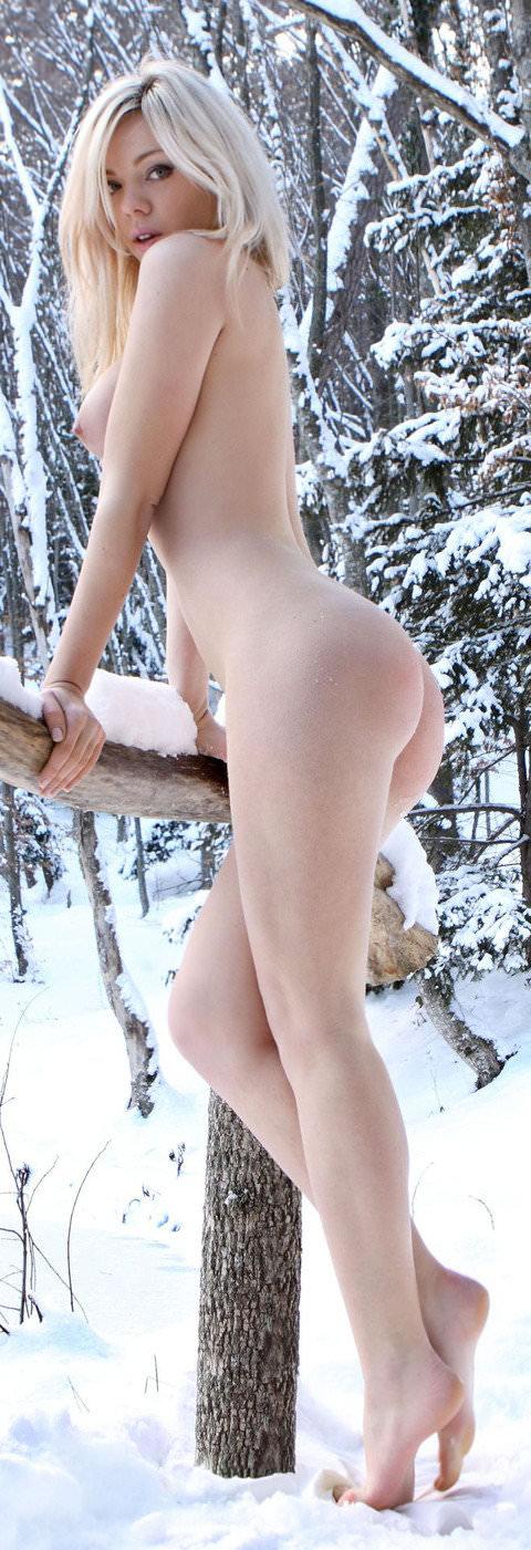 抜群のスタイルが純白の雪に生える野外露出ヌードポルノ画像 2424