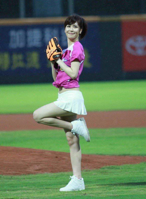 台湾野球のチアガールたちが可愛すぎて鼻血でそうなポルノ画像 274