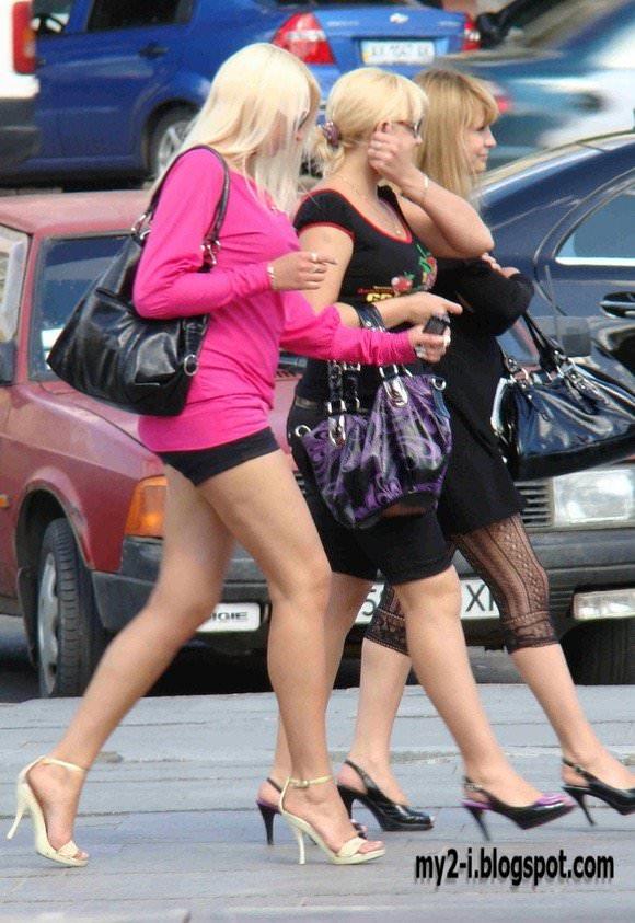 金髪美女も混じってる海外美人たちを盗撮した街撮りポルノ画像 293
