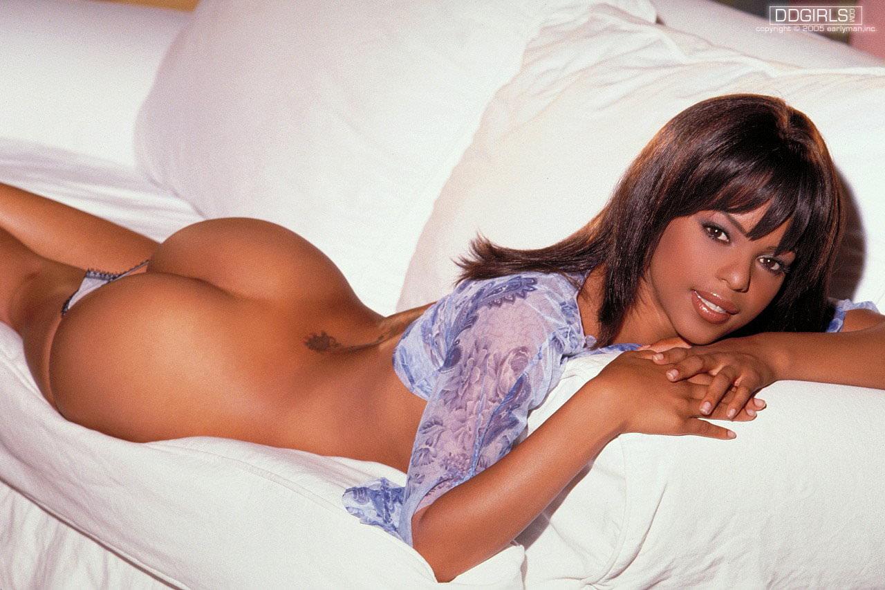 綺麗な黒人のお姉さんの自撮りやヌードを集めたポルノ画像 310