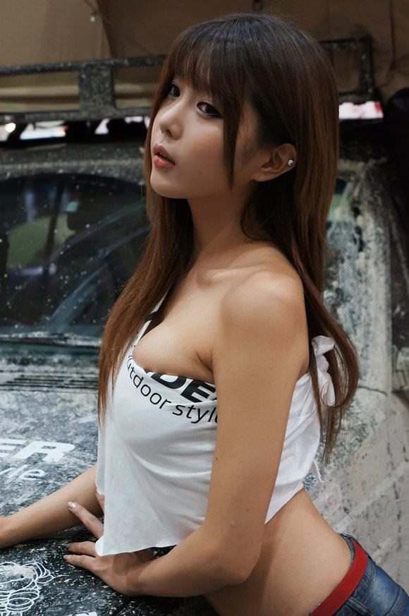 おっぱいが大っきな韓国人レースクイーンのポルノ画像 318