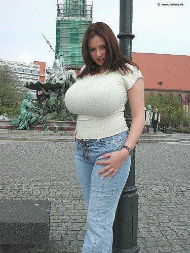 異次元サイズの爆乳おっぱいを持つアメリカ人女性のポルノ画像 322