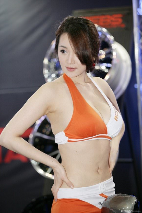 おっぱいが大っきな韓国人レースクイーンのポルノ画像 418