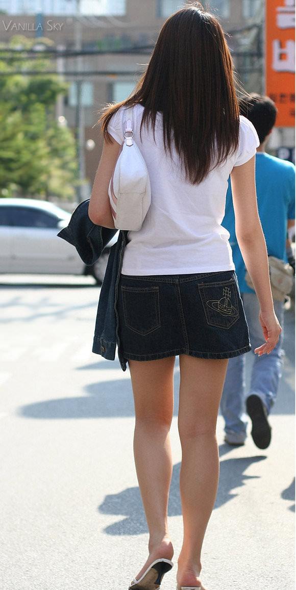 スラっとした生足がイヤらしい韓国人素人娘の街撮り盗撮ポルノ画像 430