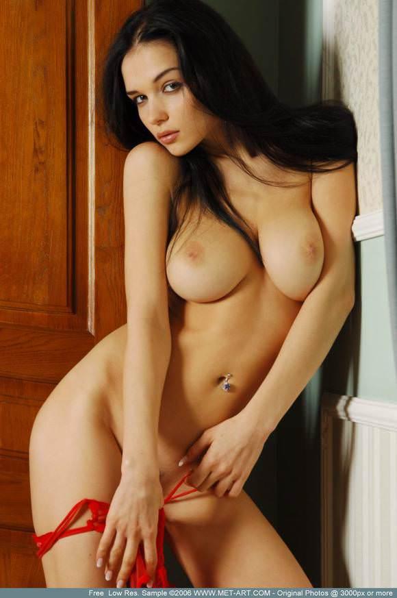 日本人ではありえない程美人な海外美女のおっぱいポルノ画像 433