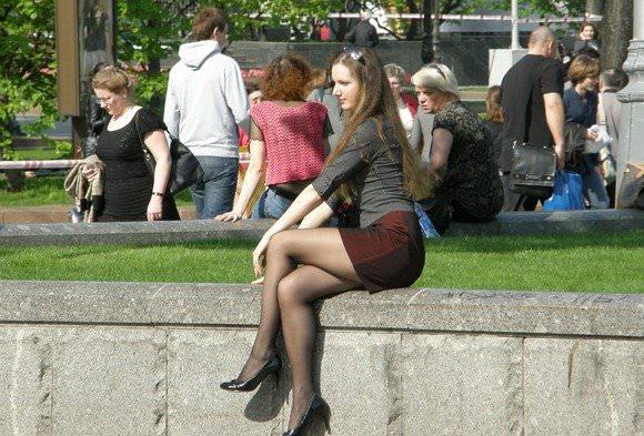 金髪美女も混じってる海外美人たちを盗撮した街撮りポルノ画像 449