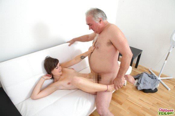 白人の美人さんを爺さんがハメまくってるセックスポルノ画像 515