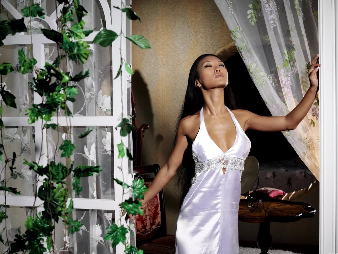 東南アジア系の浅黒い美人たちのヌードポルノ画像 547