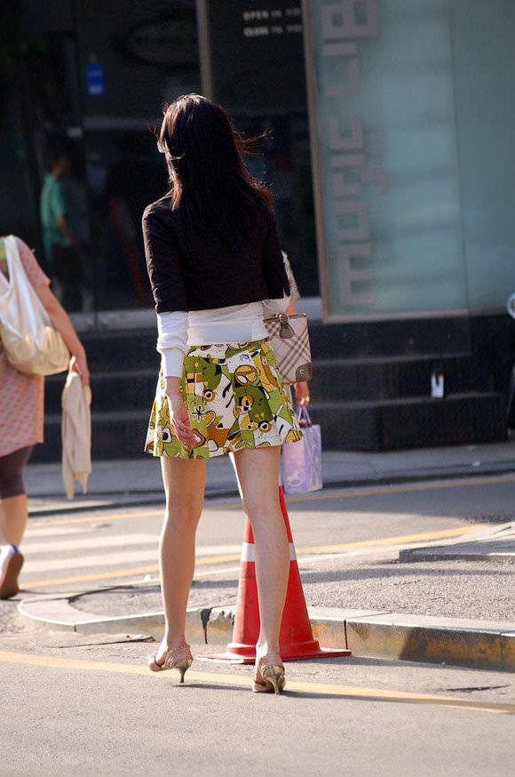 スラっとした生足がイヤらしい韓国人素人娘の街撮り盗撮ポルノ画像 631