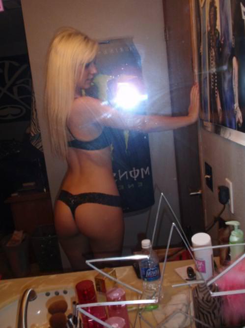 はち切れそうなエッロい体付きした海外美人の下着ポルノ画像 645