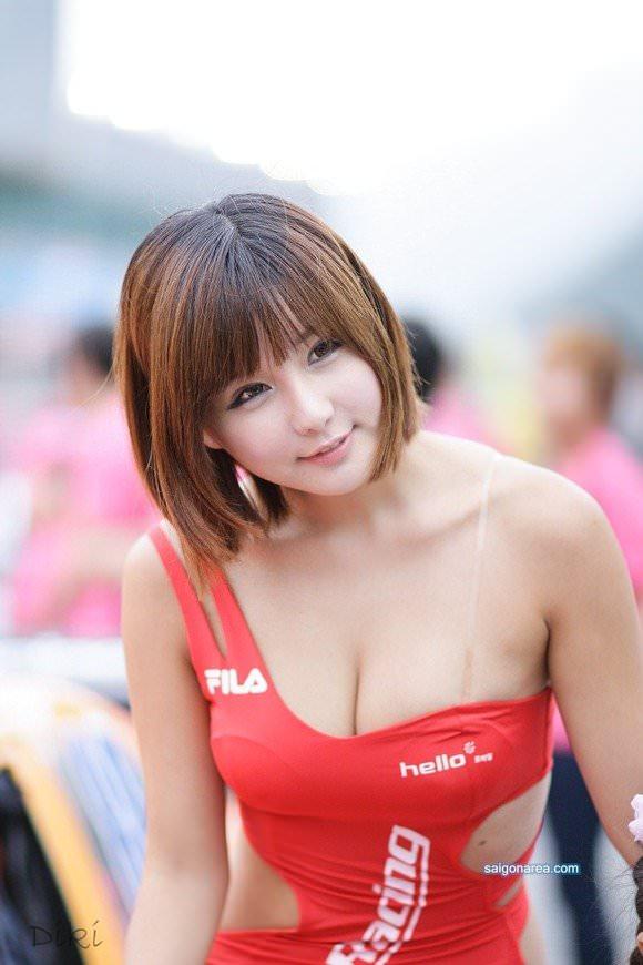 おっぱいが大っきな韓国人レースクイーンのポルノ画像 718