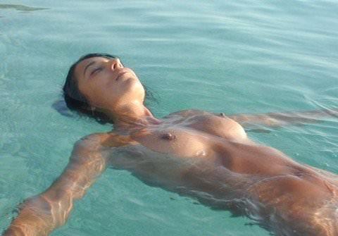 ヌーディストビーチには可愛い素人巨乳ちゃんが多すぎるポルノ画像 725