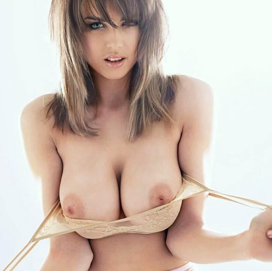 超絶美巨乳の谷間と乳房がエロ過ぎるおっぱいポルノ画像 817