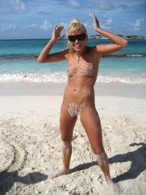 ヌーディストビーチには可愛い素人巨乳ちゃんが多すぎるポルノ画像 825