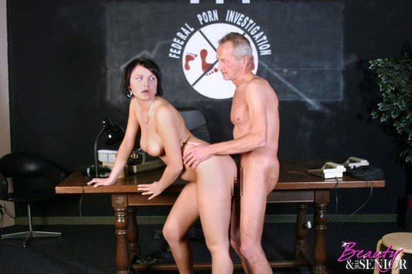 白人の美人さんを爺さんがハメまくってるセックスポルノ画像 915