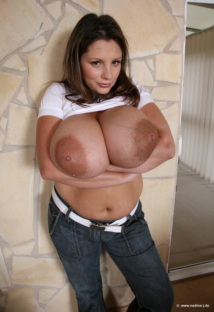 異次元サイズの爆乳おっぱいを持つアメリカ人女性のポルノ画像 922