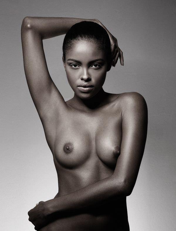 白人すら勝てない超絶抜群のスタイルを誇る黒人美人のポルノ画像 937