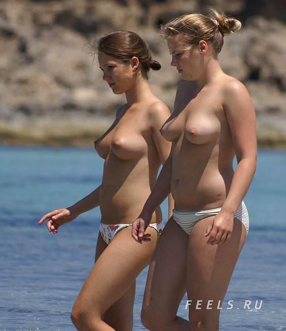 素人でも美乳だらけヌーディストビーチに居る海外美人のトップレスおっぱいポルノ画像 97