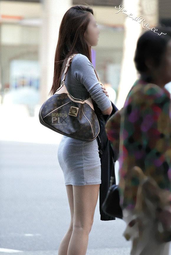 街撮りした韓国人の生足がスベスベでエッロwwwww 1327