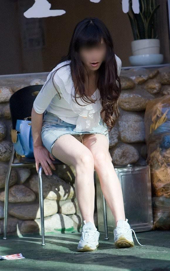 韓国人女子の太ももを街撮り盗撮した素人ポルノ画像 157